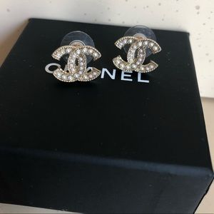 Chanel CC catch of the day earings